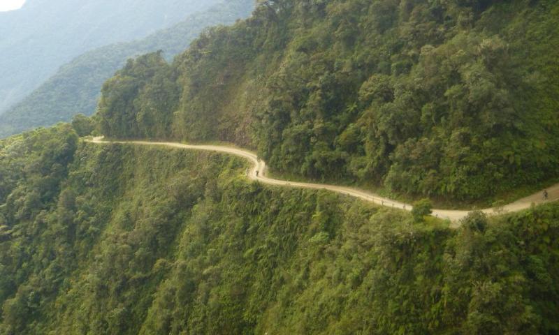 S kolesom po cesti smrti - cesta