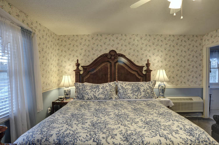 Elkmont King Size Bed