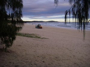 Ever wondered how the Noosa Beach looks so good each day, our beach groomer hard at it !