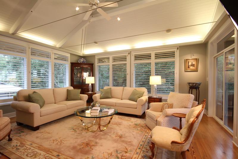 395 Pelican Flight livingroom