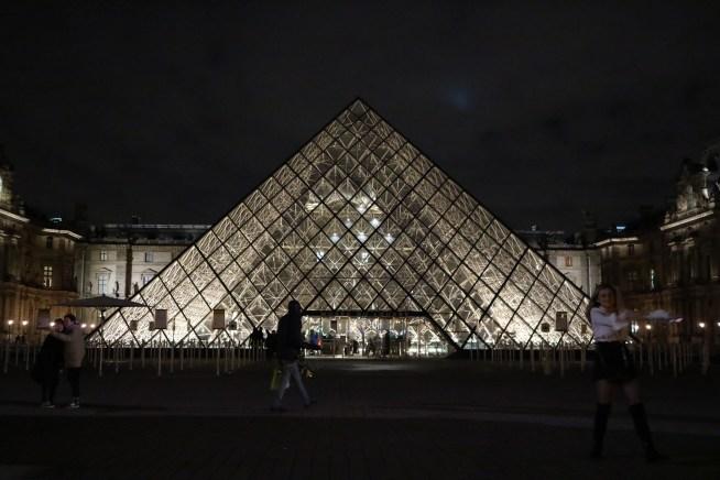 ルーブル美術館のピラミッド