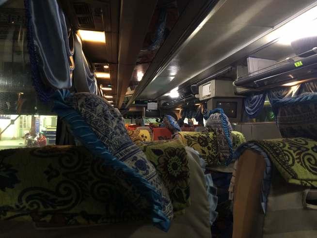 Bagan Minthar Expressのバス車内