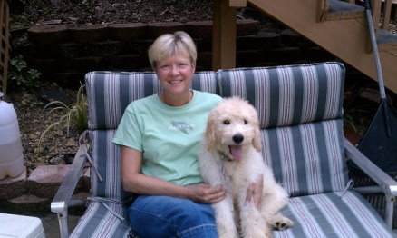 Thomas_Galloway_f1_English_Creme_Goldendoodle_with_his_mommy_Aug_2011