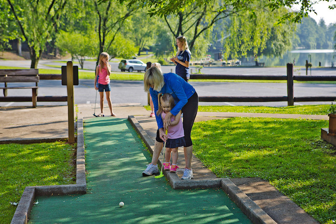 Families playing mini golf at Vogel State Park