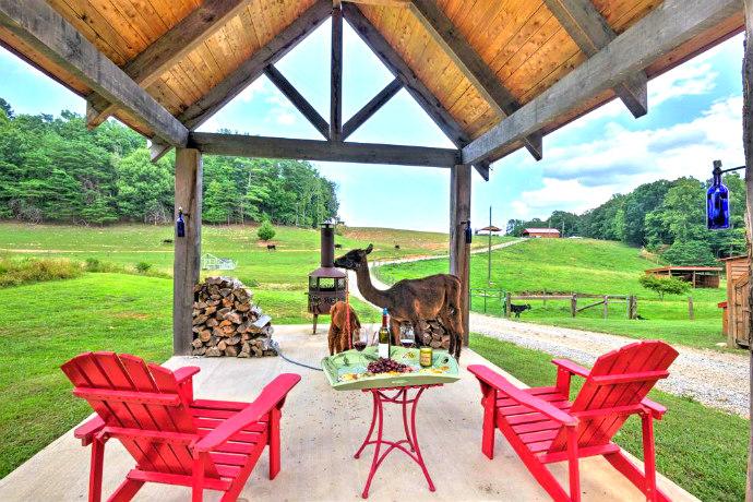 Cabin on working Alpaca Ranch near wineries