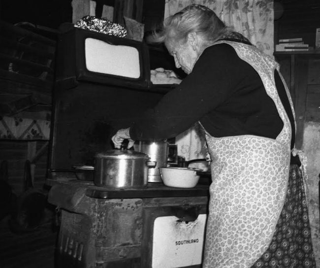 Aunt Arie Carpenter cooking Appalachian Food in her kitchen