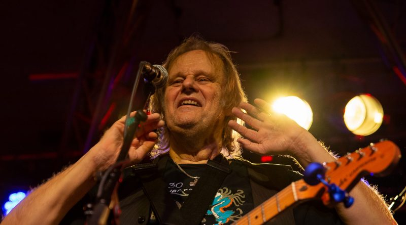 Walter Trout Found Bandits and Stormed Robin 2 Tonight