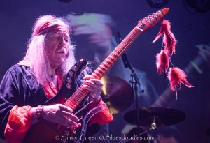 Uli Jon Roth Entertains reaching the Sky with his Guitar