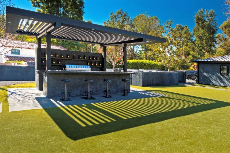 Struxure Pergola, Residential Grade - Bar Attachment