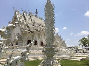 清迈白庙, Blue Sky and Wine Travel Blog, Chiang Mai Thailand