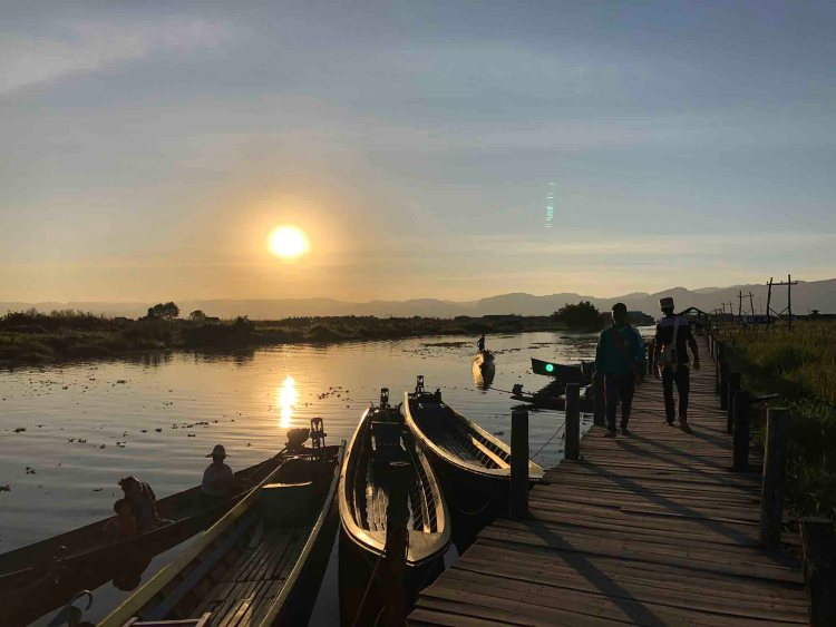 Mine Thauk jetty, Inle Lake Myanmar, Blue Sky and Wine