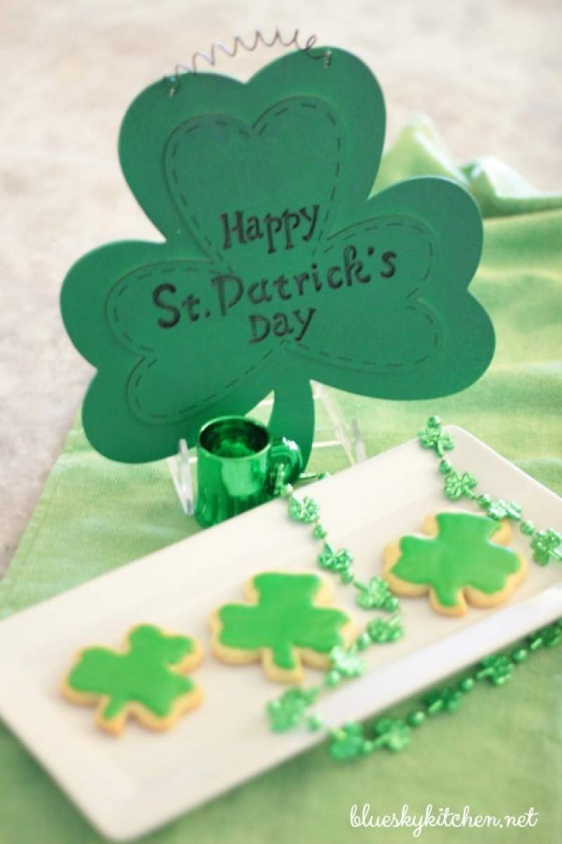 How to Make Shamrock Cookies for St. Patrick's Day. These sweet cookies are so cute that all your leprechauns will be smiling with Irish Eyes.
