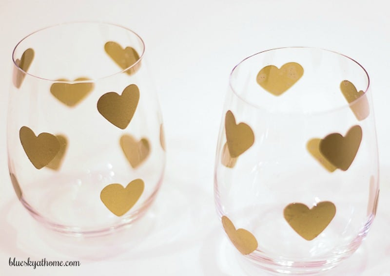 2 Super Cute DIY Projects for Valentine's Day under $10. Whether a romantic table for 2 or a bash for your BBFs, these DIYs will add sparkle to your party. Easy, quick few supplied needed, you'll love making these cute DIY decorations. #diyprojects #diyValentinesprojects #easyDIY #cuteDIY #glitter BlueskyatHome.com
