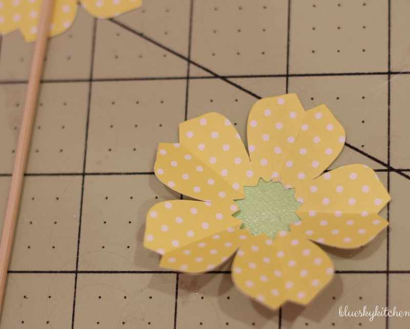 Paper Flower Party Decoration. Using Cricut Explore Air, you can make the paper flowers as party decorations, name cards or cupcake toppers.