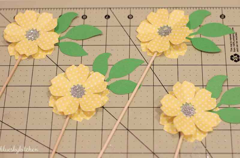 How to Make the Cutest Paper Flower Party Decorations. Using Cricut Explore Air, you can make the paper flowers as party decorations, name cards or cupcake toppers.
