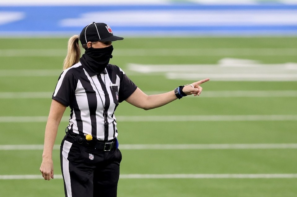 NFL official Sarah Thomas will become the first woman to officiate in a Super Bowl - Sean M. Haffey / ©AFP
