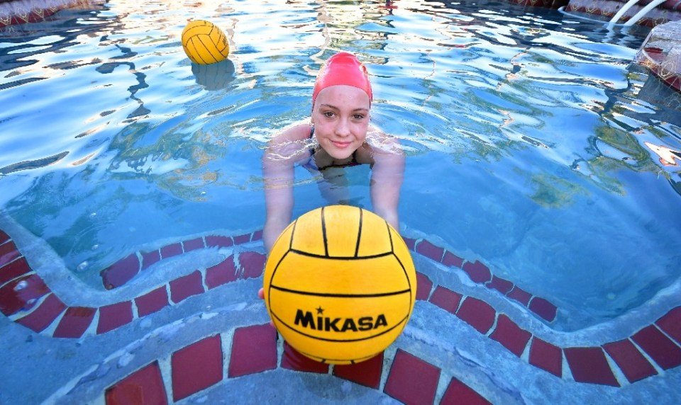 """""""High school water polo player Cami Rowan is one of millions of student athletes who has struggled to cope with California's strict sporting lockdown during the pandemic - Frederic J. BROWN / ©AFP"""