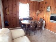 Cabin 6, Dining/Living