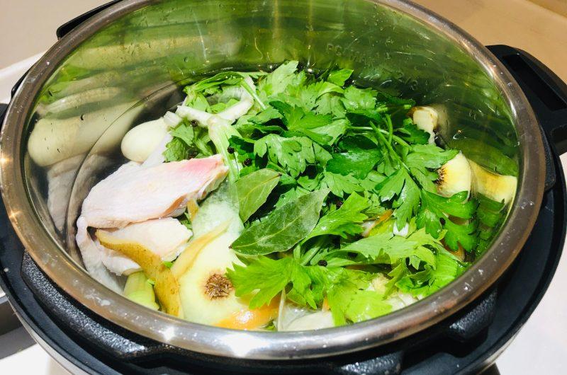 残り野菜で作るチキンストック