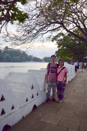 The beautiful lake outside the royal palace of kandy :D We were lucky to have caught the sunset there!