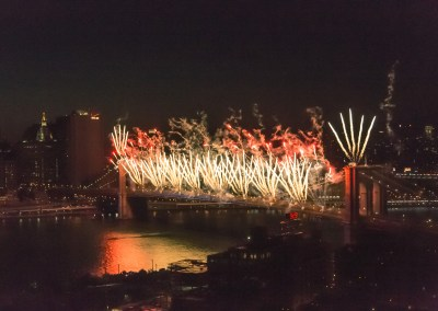 July 4, 2014 fireworks on the Brooklyn Bridge. | Blurbomat.com