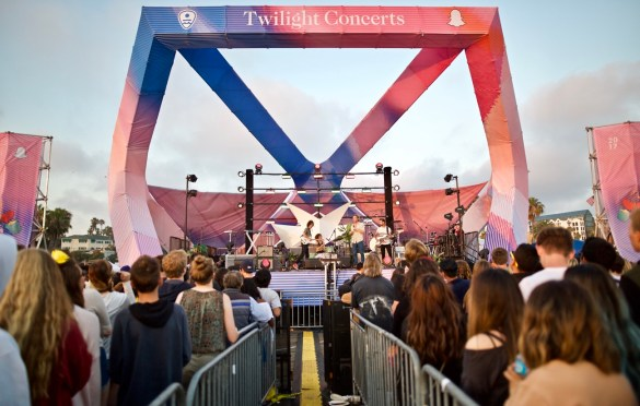 Coast Modern at Santa Monica Pier's Twilight Concerts 6/29/17. Photo by Derrick K. Lee, Esq. (@Methodman13) for www.BlurredCulture.com.