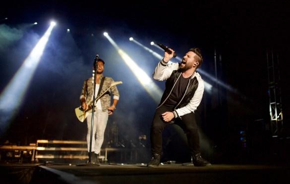 Dan + Shay @ MuscleKingz Car Show & Concert at SilverLakes Sports Complex July 1, 2017    Photo by Derrick K. Lee, Esq. (@Methodman13) for www.BlurredCulture.com.