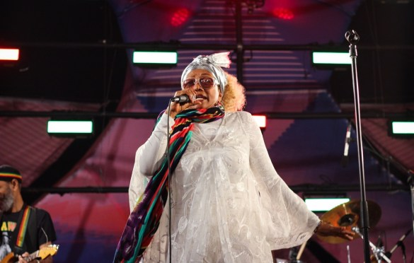 Marcia Griffiths at Santa Monica Pier's Twilight Concerts 7/13/17. Photo by Christian Hill (@ChristianHillPhotos) for www.BlurredCulture.com.