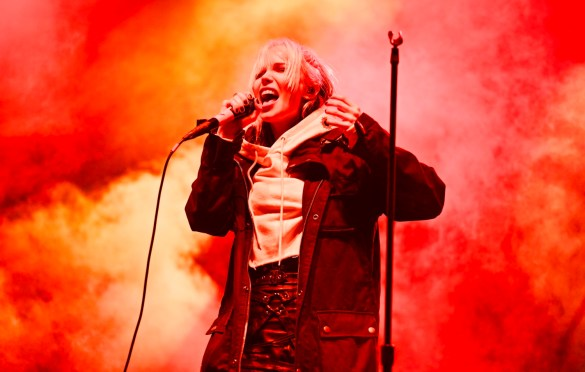 Alice Glass at The Growlers Six 10/29/17. Photo by Derrick K. Lee, Esq. (@Methodman13) for www.BlurredCulture.com.