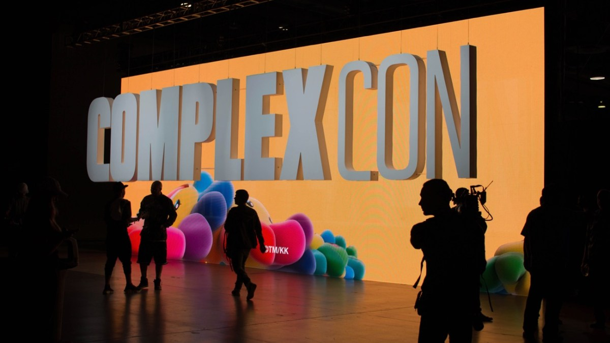 9b42b6bbe7 Long Beach, CA- For its second year, ComplexCon has brought the internet to  life by celebrating art, music, and fashion. Thousands came from across the  ...