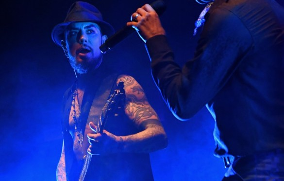 LOS ANGELES, CA - DECEMBER 08:  Dave Navarro (L) and Perry Farrell of Jane's Addiction perform onstage during the 2017 Rhonda's Kiss Benefit Concert at Hollywood Palladium on December 8, 2017 in Los Angeles, California.  (Photo by Jeff Kravitz/FilmMagic). Used with permission.
