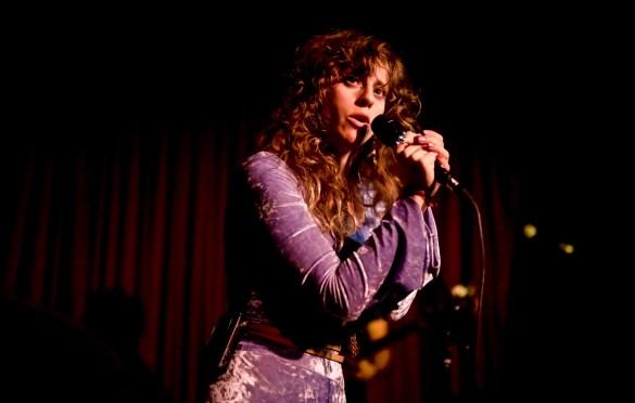Doe Paoro @ Hotel Cafe 11/15/17. Photo by Derrick K. Lee, Esq. (@Methodman13) for www.BlurredCulture.com.