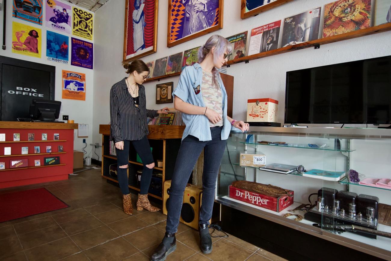 Larkin Poe at SXSW 3/17/18. Candid. Photo by Derrick K. Lee, Esq. (@Methodman13) for www.BlurredCulture.com.