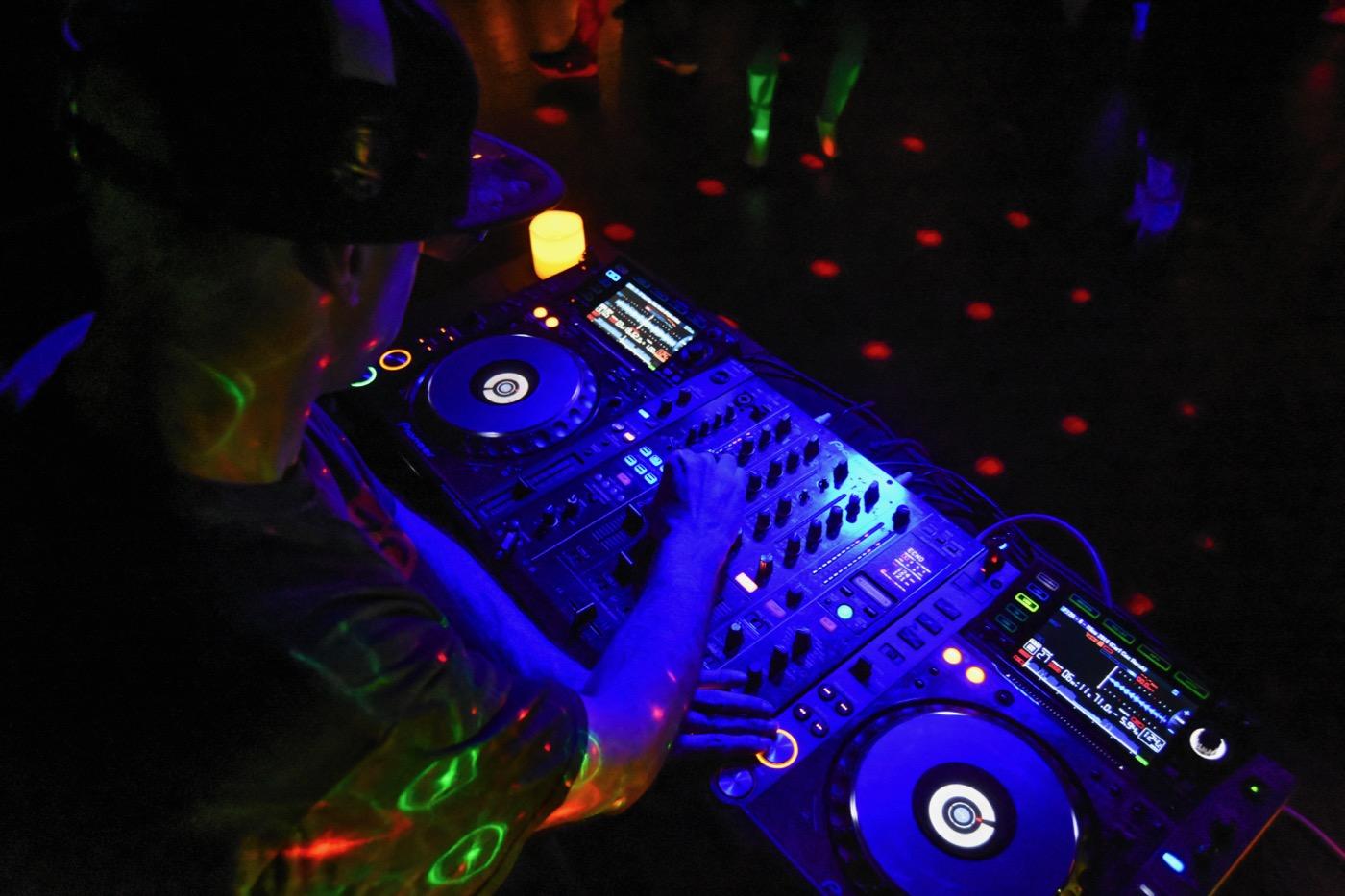 Dyrti Dan @ Pig & Whistle 3/22/18. Photo by Constantin Preda (@ctpredaportraits) for www.BlurredCulture.com.