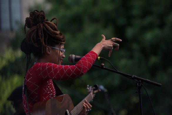 Valerie June @ Old 97's County Fair. Photo by Vivian Wang (@Lithophyte) for www.BlurredCulture.com.