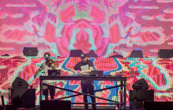 Emancipator @ Elements Fest NYC 8/11/18. Rave Atmosphere. Photo by Dan Goloborodko (@golo_lifestyle) for www.BlurredCulture.com.