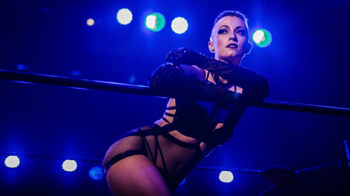 The Most Naked Woman, Michelle L'Amour, Is Truly Naked And Fierce At Lucha Vavoom