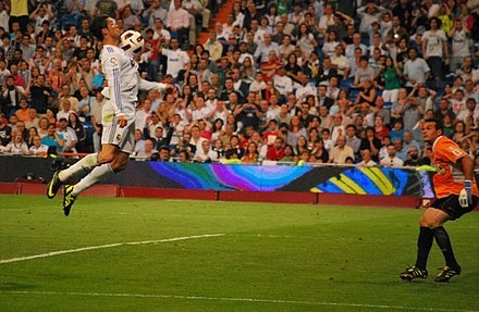 Ronaldo controlling the ball on his chest during a 2010–11 La Liga game against Almería. CC BY-SA 2.0