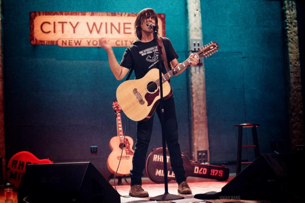 Rhett Miller @ City Winery 4/8/21. Photo by Vivian Wang (@lithophyte) for www.BlurredCulture.com.