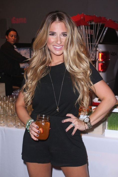 How to get Jessie James Decker's huge, sexy loose curls