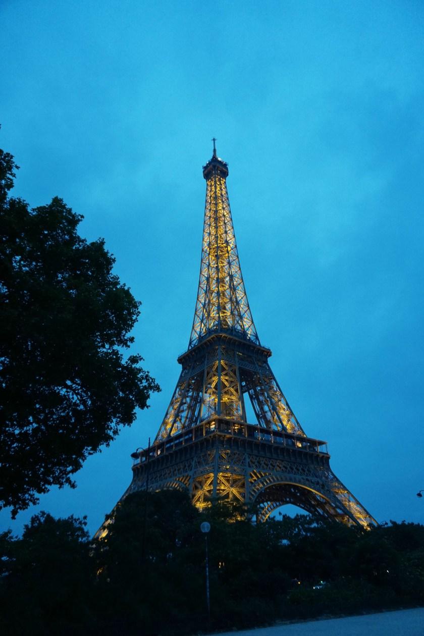 eiffel-tower-paris-twilight