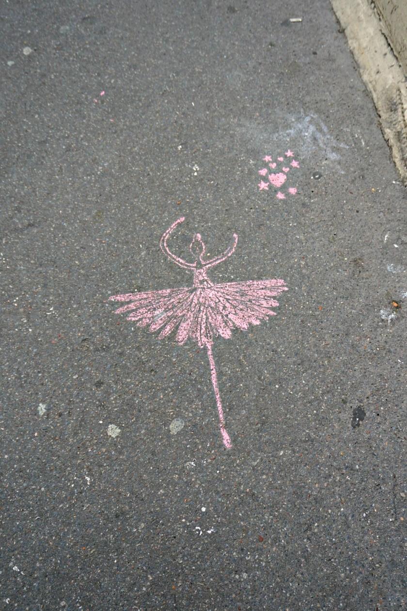 ballerina-sidewalk-chalk-paris