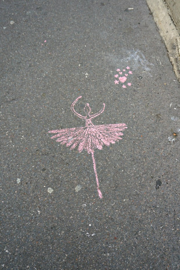 ballerina-sidewalk-chalk-paris