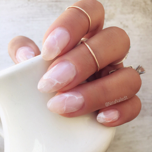 Beauty Trend – Crystal Nails