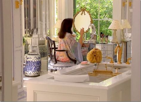 patricia-altschul-southern-charm-dressing-table-bathroom-vanity-bathtub