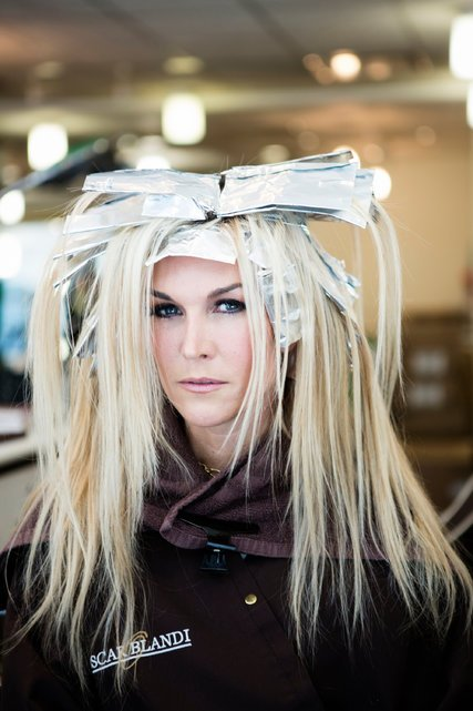 """Tinsley Mortimer and Kyle White consult over her trademark color at the Oscar Blandi Salon. She is a new cast member of """"The Real Housewives of New York."""" Her hair has received an assist ever since she was in the sixth grade. """"Being blond just makes me feel happier, like when the sun's hitting you,"""" she said. """"The blond pops. It's cheerful."""" Credit Jessica Lehrman for The New York Times"""