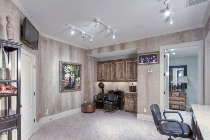 Deshawn Snow of Real Housewives of Atlanta Season One home hair salon