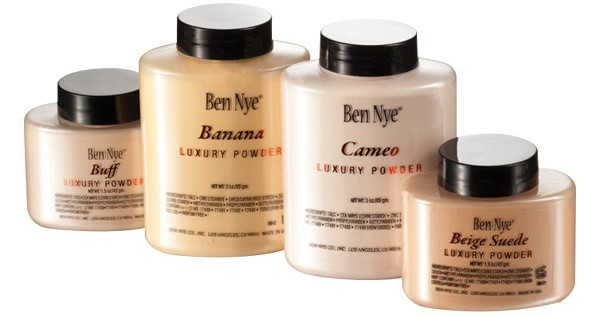 Ben Nye Luxury Powder Setting Powder in Banana