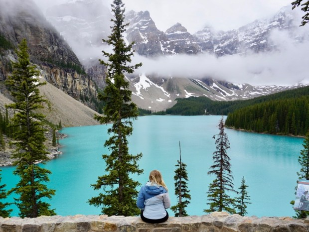 Tips for Traveling to Banff and Where to Stay in Canmore blushinginhollywood at Moraine Lake