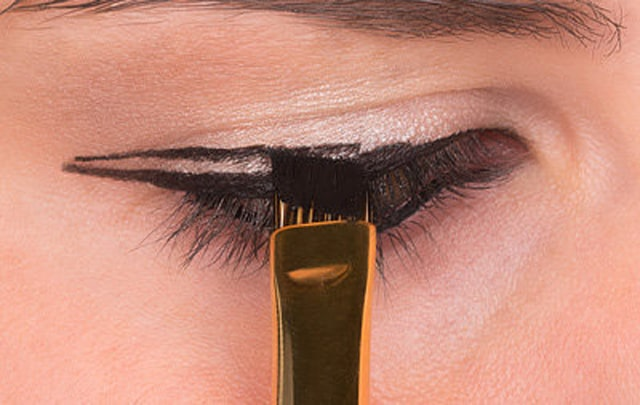 How to Do Winged Eyeliner 6